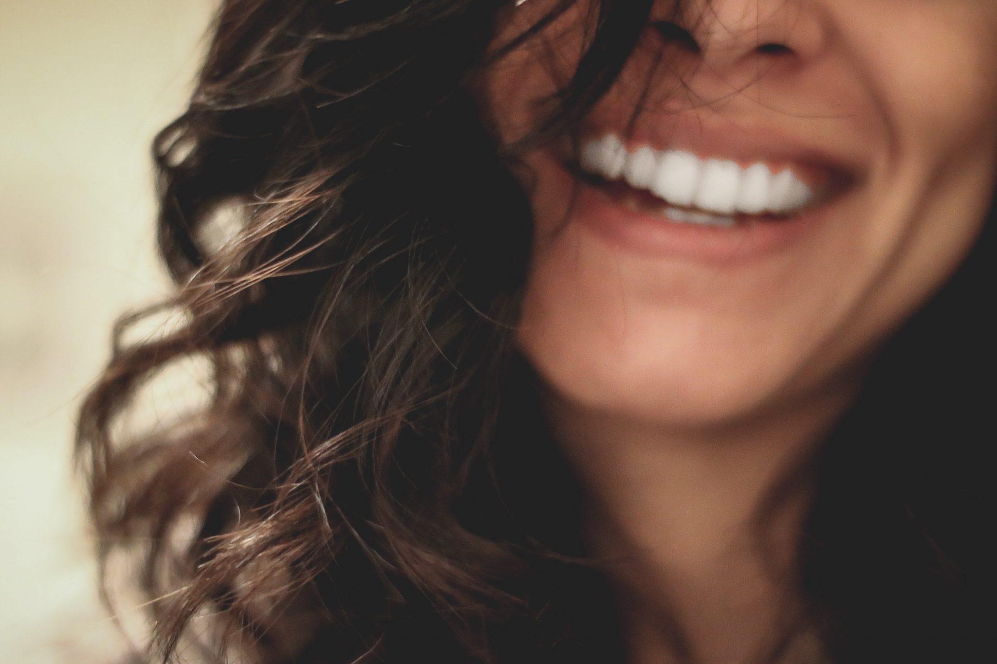 sonrisa-mujer-boca-salud