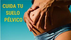 Mujer acariciando su vientre